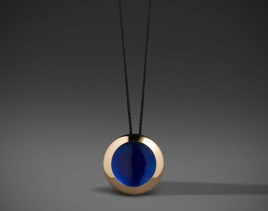 - Much is being written about the dichotomy between jewelry and art. I am not sure it matters to worry about whether jewelry can be art or whether painters can make jewelry – that's just basic corporatism.