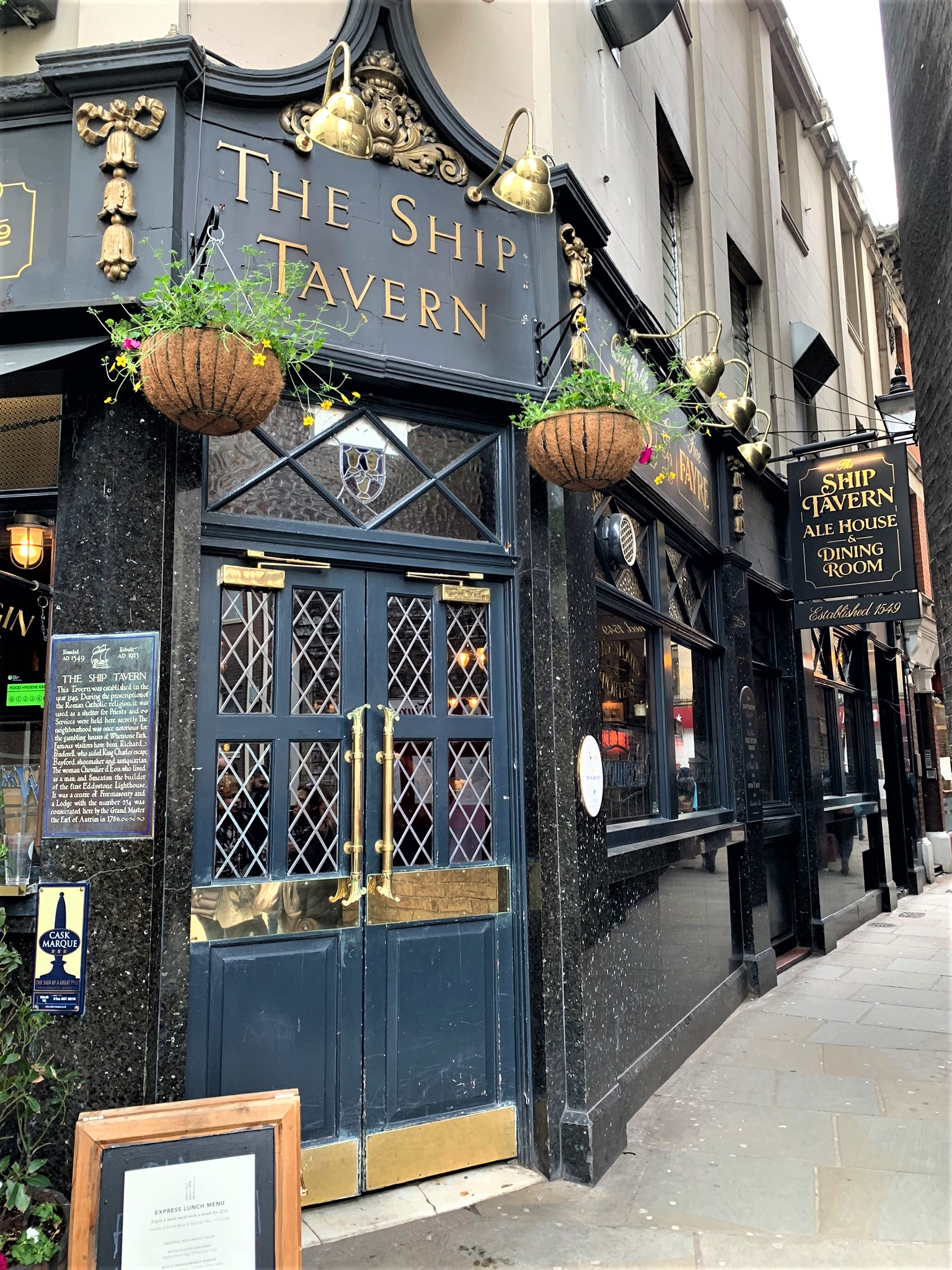 RuePigalle_Blog_LondonCraftWeek_BestO_JessicaMcCormack_CockPitArts_Restaurnats_the ship tavern.JPEG