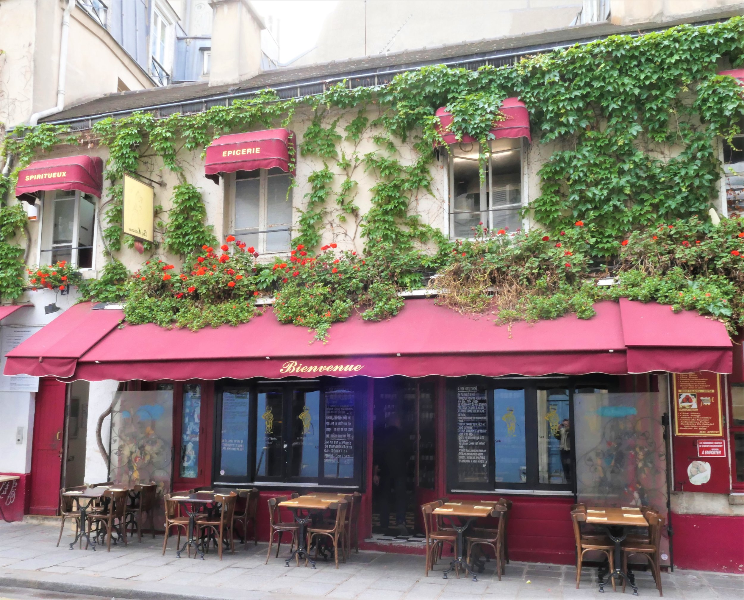 RuePigalle_Blog_ParisProvence_Travel_BestOf_JewelryTrip_paris bistro 2.JPG
