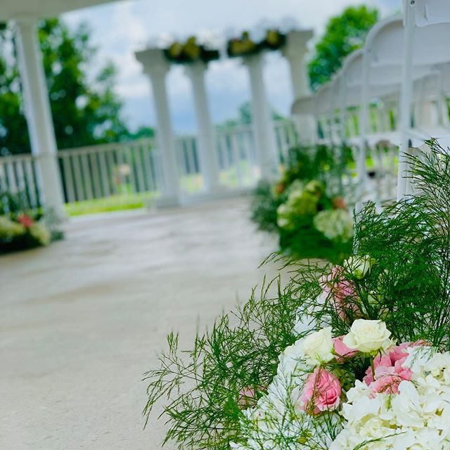 Everything was absolutely beautiful Saturday! Our in-house decorators did an amazing job!!!! We love love love these florals for the gazebo!  #castlehillpavilion #castlehill #florencems #mississippivenue #outsidevenue #gazeboandwatet #book with us today