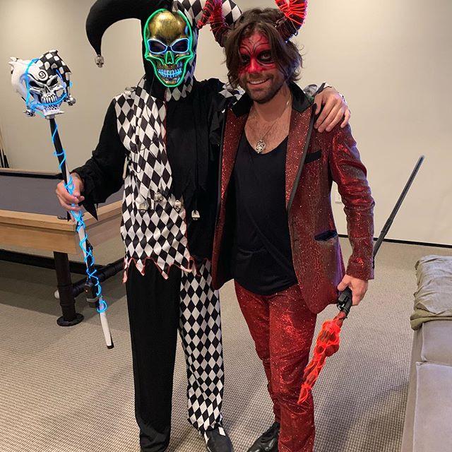 Hallowinning with my bro ! #felipetarantino #halloween #brothers