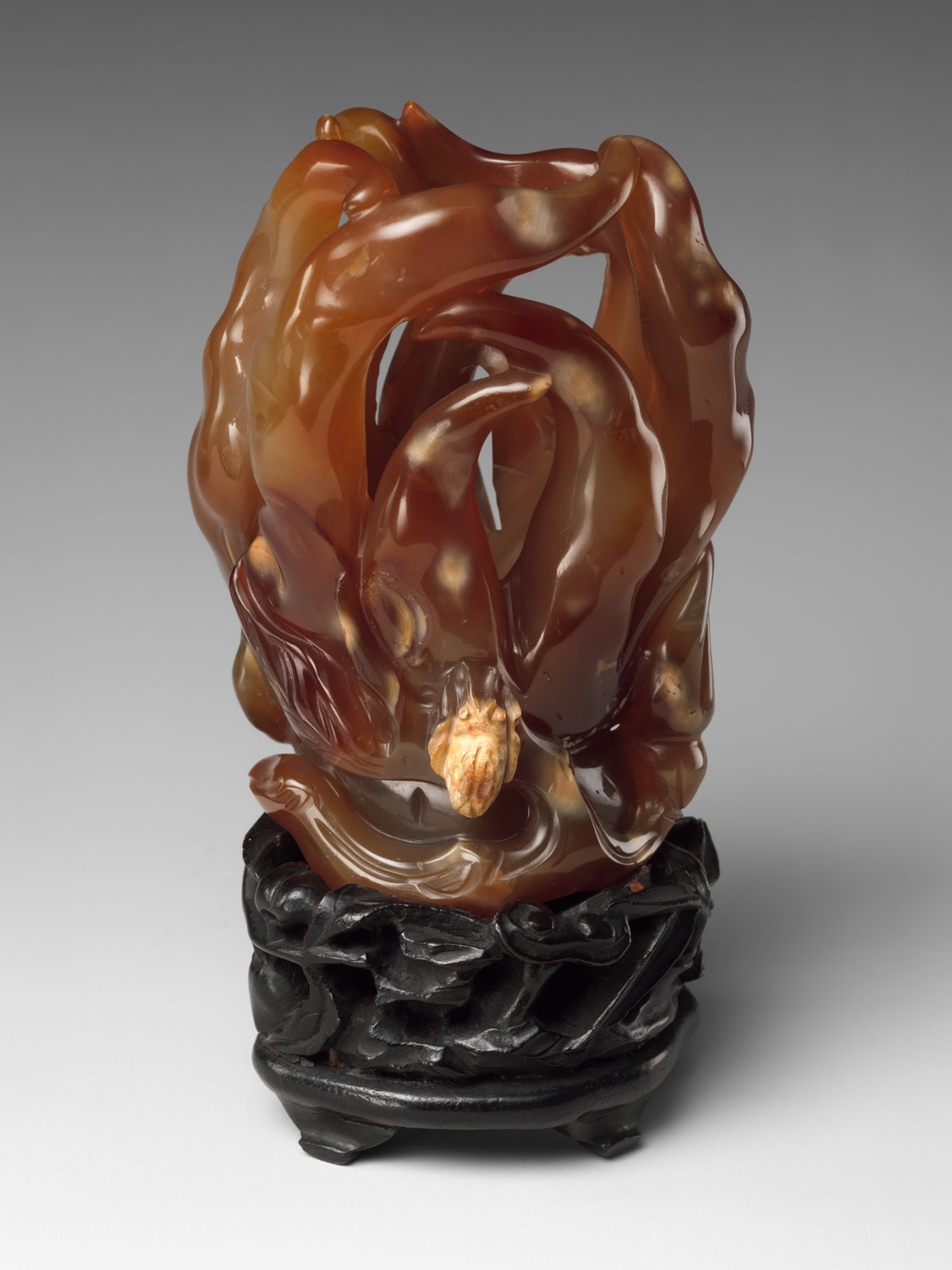 Amber Buddha's Hand from the Qing Dynasty dating back to 1644, currently in the Metropolitan Museum of Art.