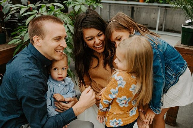 Swipe to see the most beautiful + cute family there ever was ! @losoham thank you for trusting me with your family photos this year 🖤✨🙌🏼 . . . . #montanaphotographer #montanafamilyphotographer #billingsphotographer #billingsfamilyphotographer