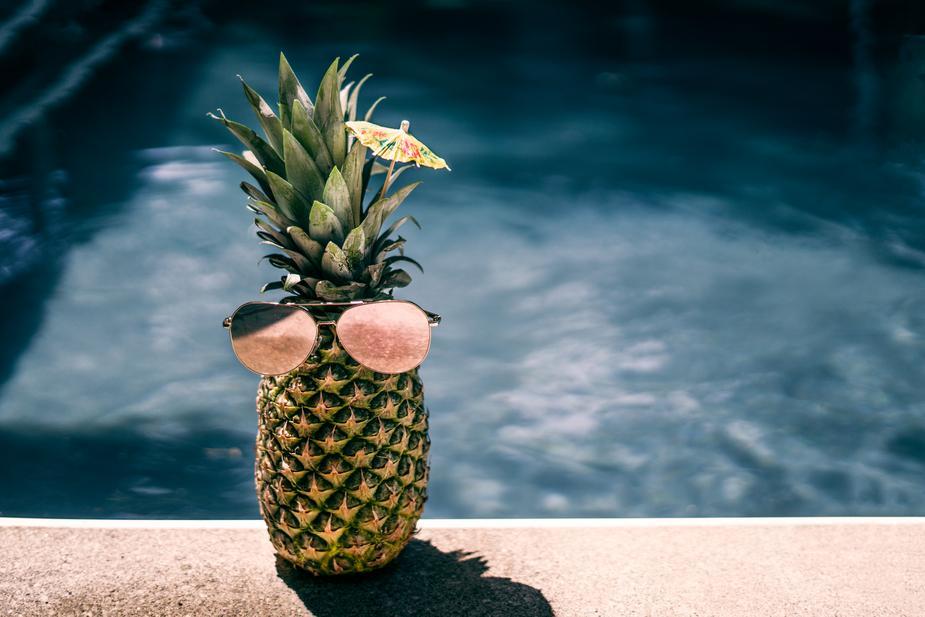 cool-pool-pineapple_925x.jpg