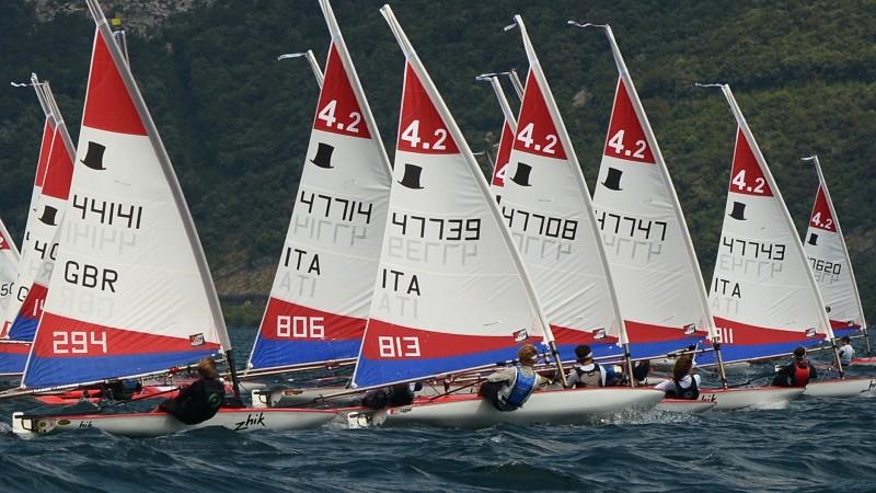 Sailboats_australia_slideshow7jpg_opt.jpg