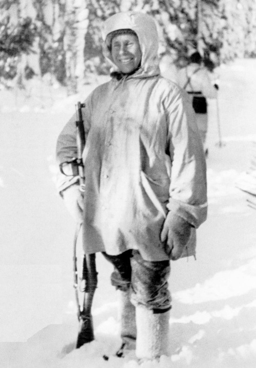 Simo Häyhä after being awarded with the honorary rifle model 28