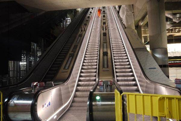 Escalators  up to Dean Street ticket hall 2a.jpg