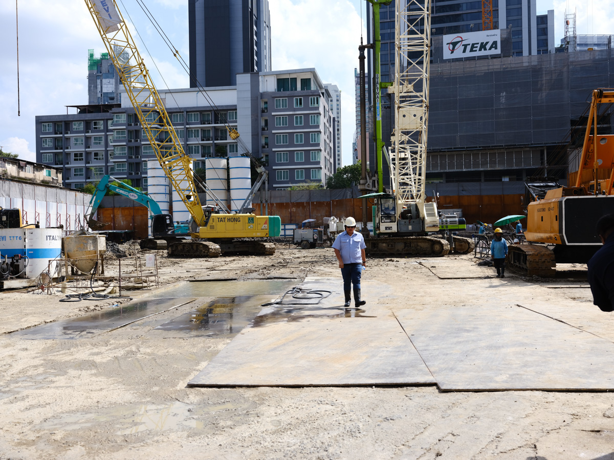 In recent years many new high-rises have been built in Bangkok, all on clay soil. The whole city is sinking one to three centimeters a year.