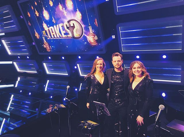Yesterday we started with the 4th season of It takes 2 with some great candidates. But the most amazing singers are beside me! @kirstenmichel en @natasjadentoom Love you guys❤️ @sbs6nl #ittakesthree #ittakes2 #ittakestwo #backingvocals #tvshow #backings #vocalist #shimmerandshine #glitters
