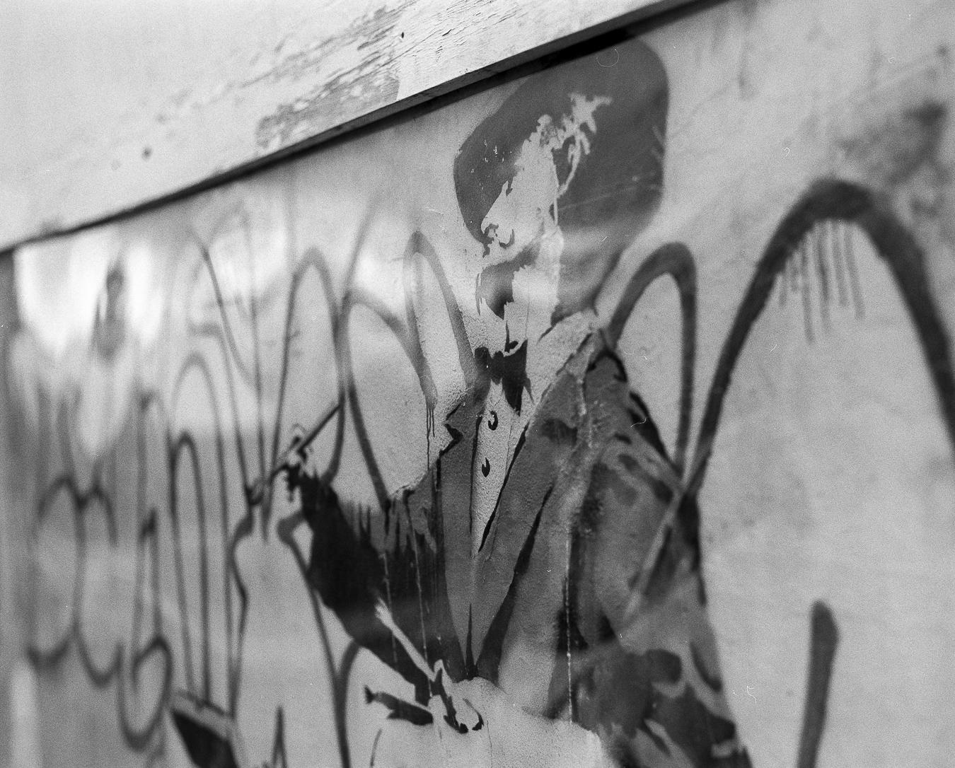 Banksy's 'Graffiti Painter', Cambridge Gardens, London - ARTVISIT ..