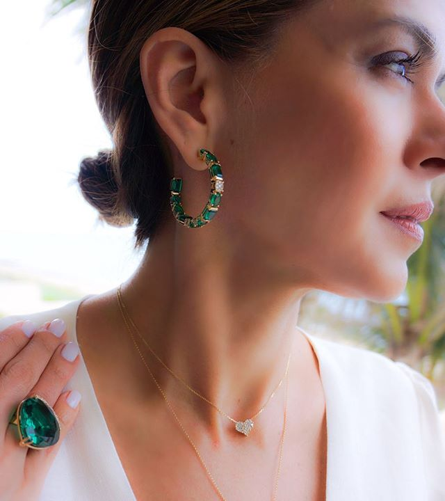 Gorgeous green topaz. One of my favorite gems to design with because of the deep green color. Wearing Allegra hoops #miavita🦋🌸 #PRwoman #PRsignature. : : : 📸@thecuratedlook