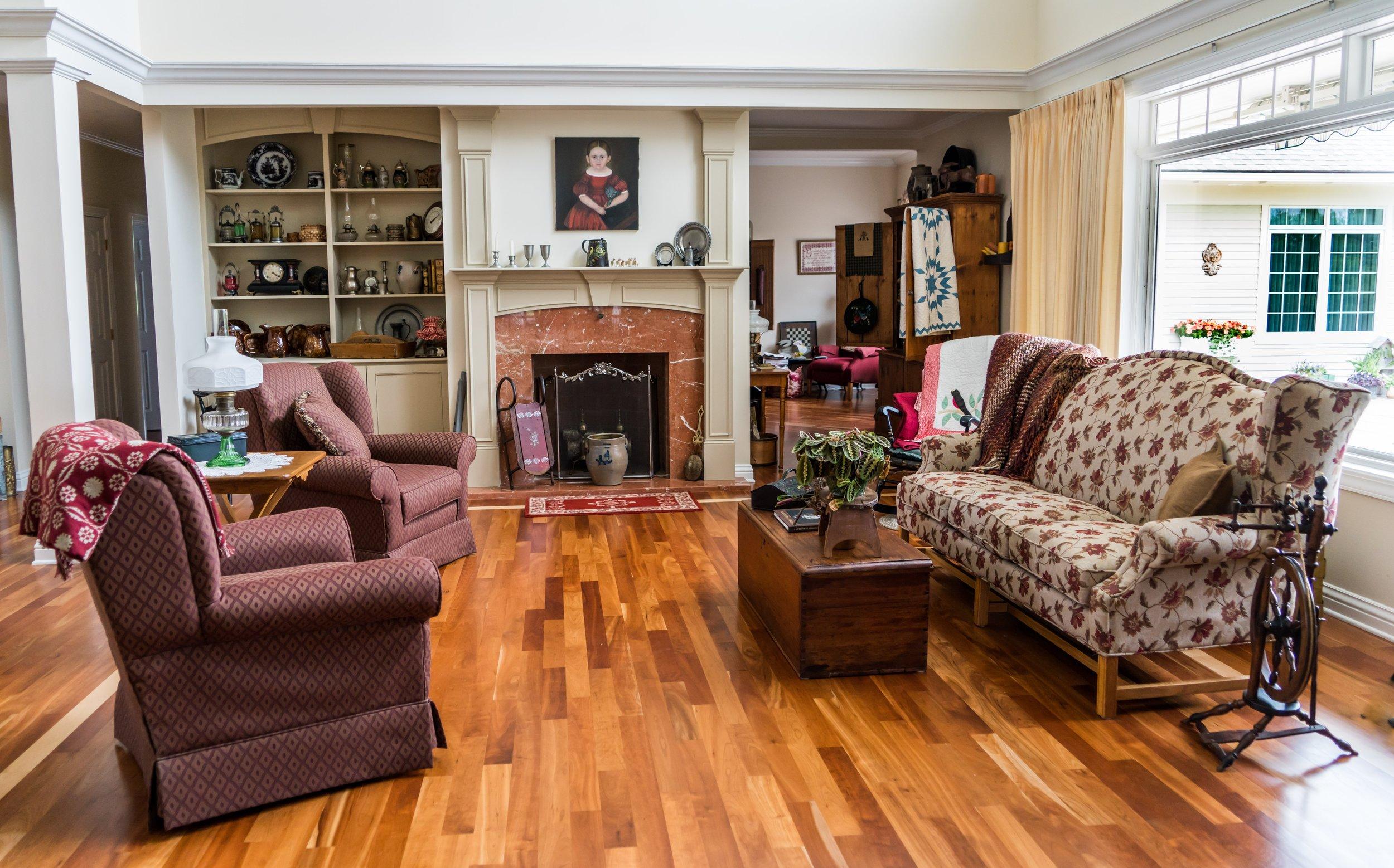 antiques-apartment-armchair-271654.jpg