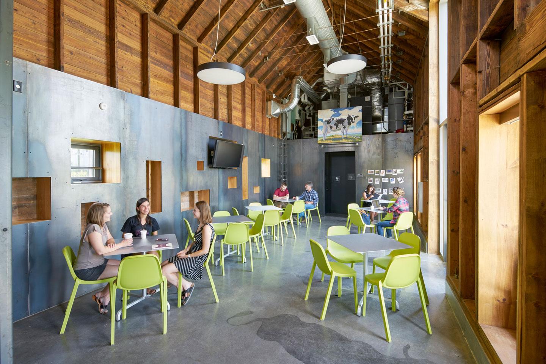 Cafe Anne Interior