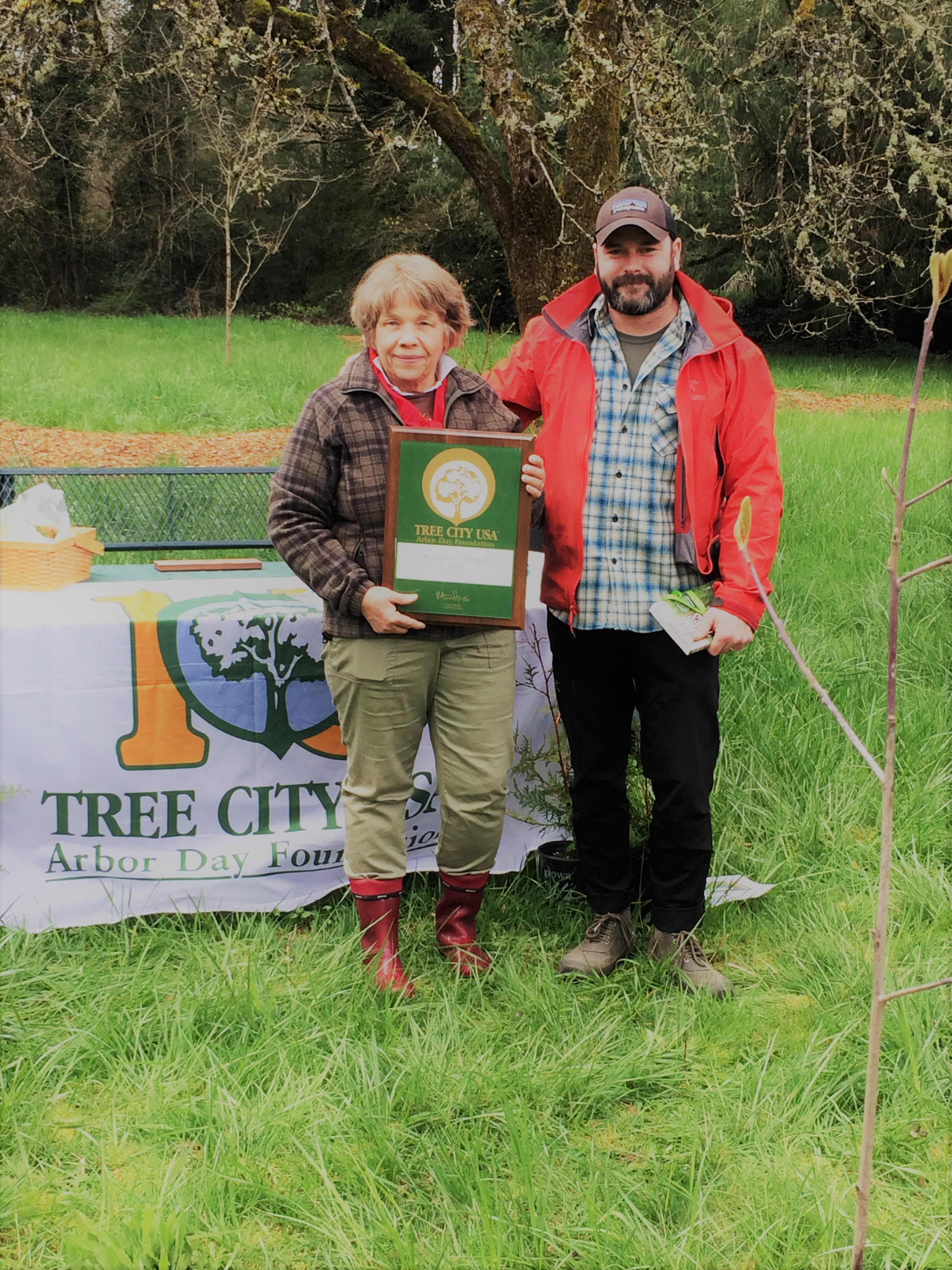 Mayor Heather Kibbey and City Arborist Brian French at the April 1, 2017 City of Rivergrove Arbor Celebration