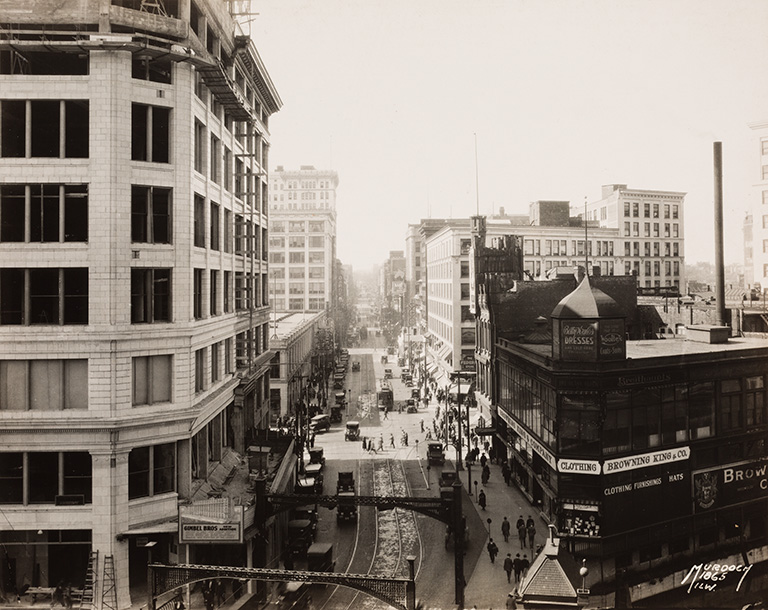 Murdoch & Co.,  View West of Wisconsin Avenue, Milwaukee, from Pabst Building , ca. 1925. Gift of Friends of Art M1989.410. Photo by John R. Glembin. Photo courtesy: Milwaukee Art Museum.