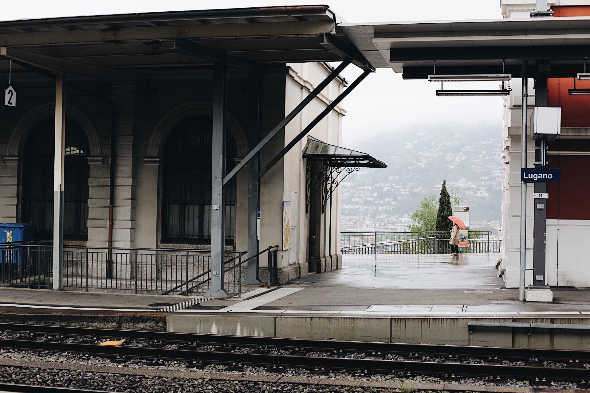 När vi kom till Milano tåg vår tågfärd slut för denna gång. Längre än så kom vi inte, eftersom tågen var så fullbokade. Vi hade därför bokat en bil som vi hämtade ut på SIXT precis vid centralstationen.