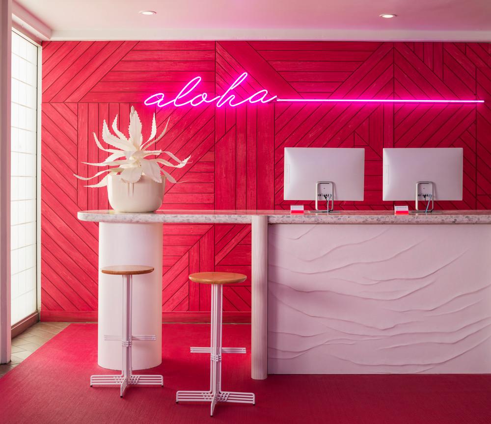 we-found-the-most-colorful-hotel-in-america-5b450da0727e7f083ec27c65-w1000_h1000.jpg