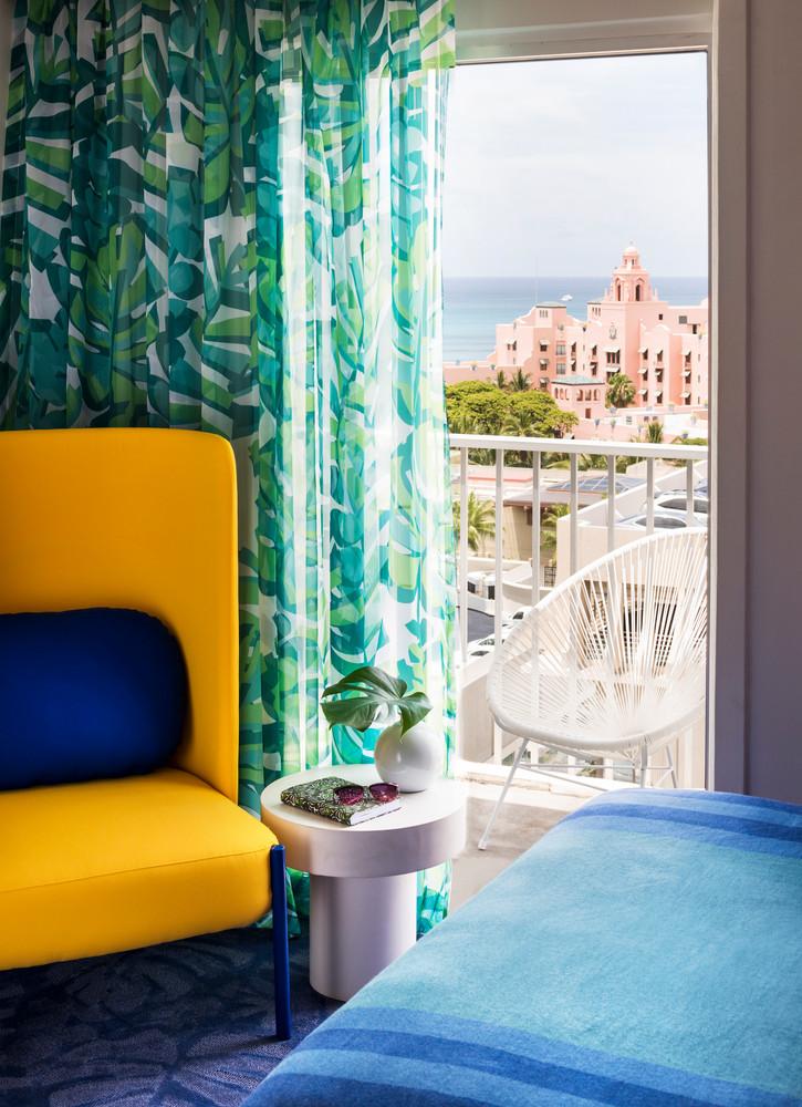 we-found-the-most-colorful-hotel-in-america-5b450d9c727e7f083ec27c62-w1000_h1000.jpg