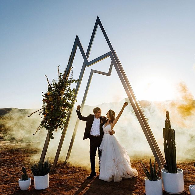 Congrats to the newlyweds @kristiallain and @kootzinthegame! 🎉 📸 @danagrantphoto 🗒 @thewalkdowntheaisle 📐 @s.shigleysteelworks 💐 @oak_amble 🌵 @cactus_mart 📍 @starshiplanding . . . #starshiplanding #starshipluna #airbnb #airbnbphoto @airbnb #vacationrental #airbnbvacationrental #joshuatree #yuccavalley #pioneertown #landers #rimrock #pipescanyon #wondervalley #flamingoheights #aliens #realestate #vacation #highdesert #design #california #travel #travelgram #wedding #weddingphoto #👽