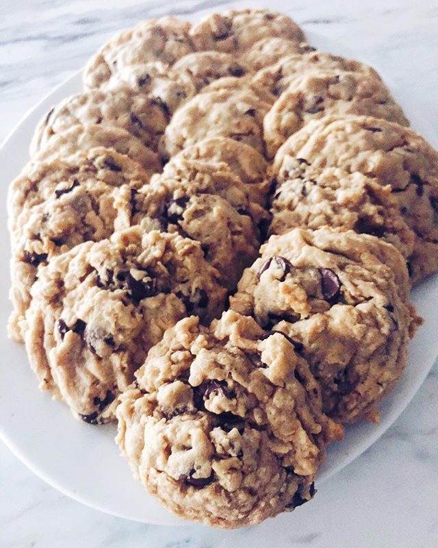 If it has oatmeal and peanut butter it must be breakfast, right?! 🤷🏻‍♀️😋 . . . . #cookiesforbreakfast #peanutbutteroatmeal #goodmorning #sweettooth #newrecipe #fianceapproved #yumm #memoriesinthebaking
