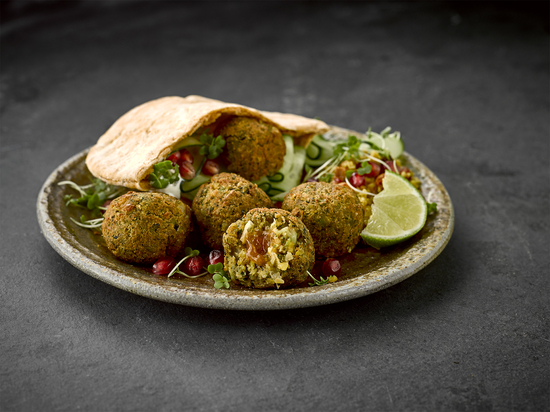 Vegable Falafel with Sweet Chilli Sauce Centre - Delicious falafels with a twist that are perfect for a light lunch and dinner or to serve as nibbles with an aperitif. Standard price £2.25, currently on offer at £1.50 in Sainsbury until 2 June.