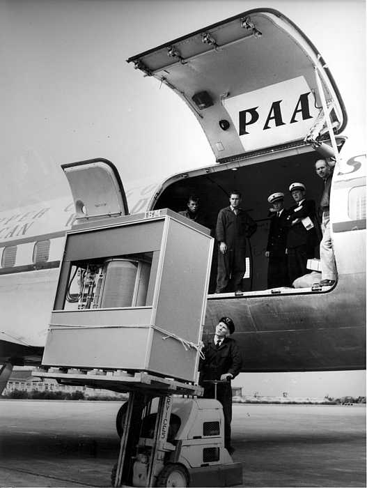 A 5 megabyte hard drive being loaded into a plane (1956). Source: Stolen from the internet, that stole it from some other source.