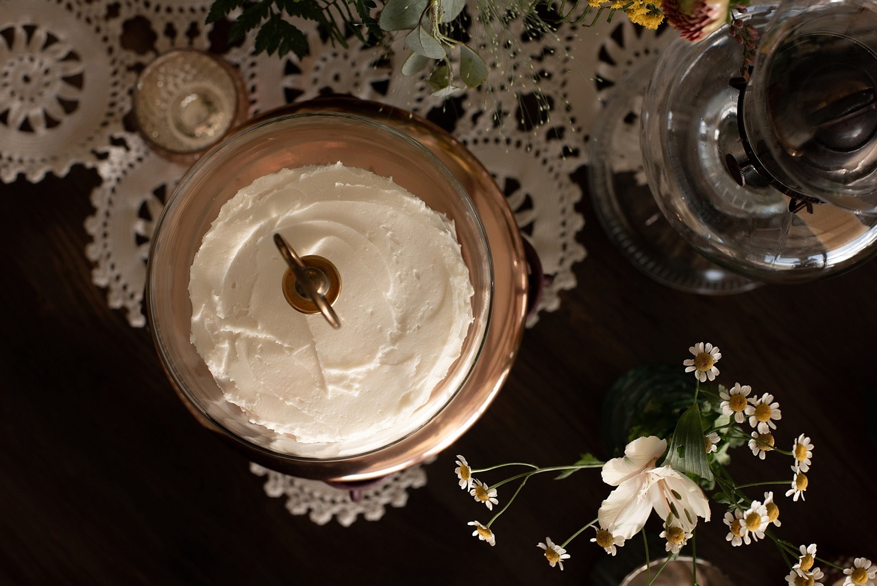 textured vanilla wedding cake