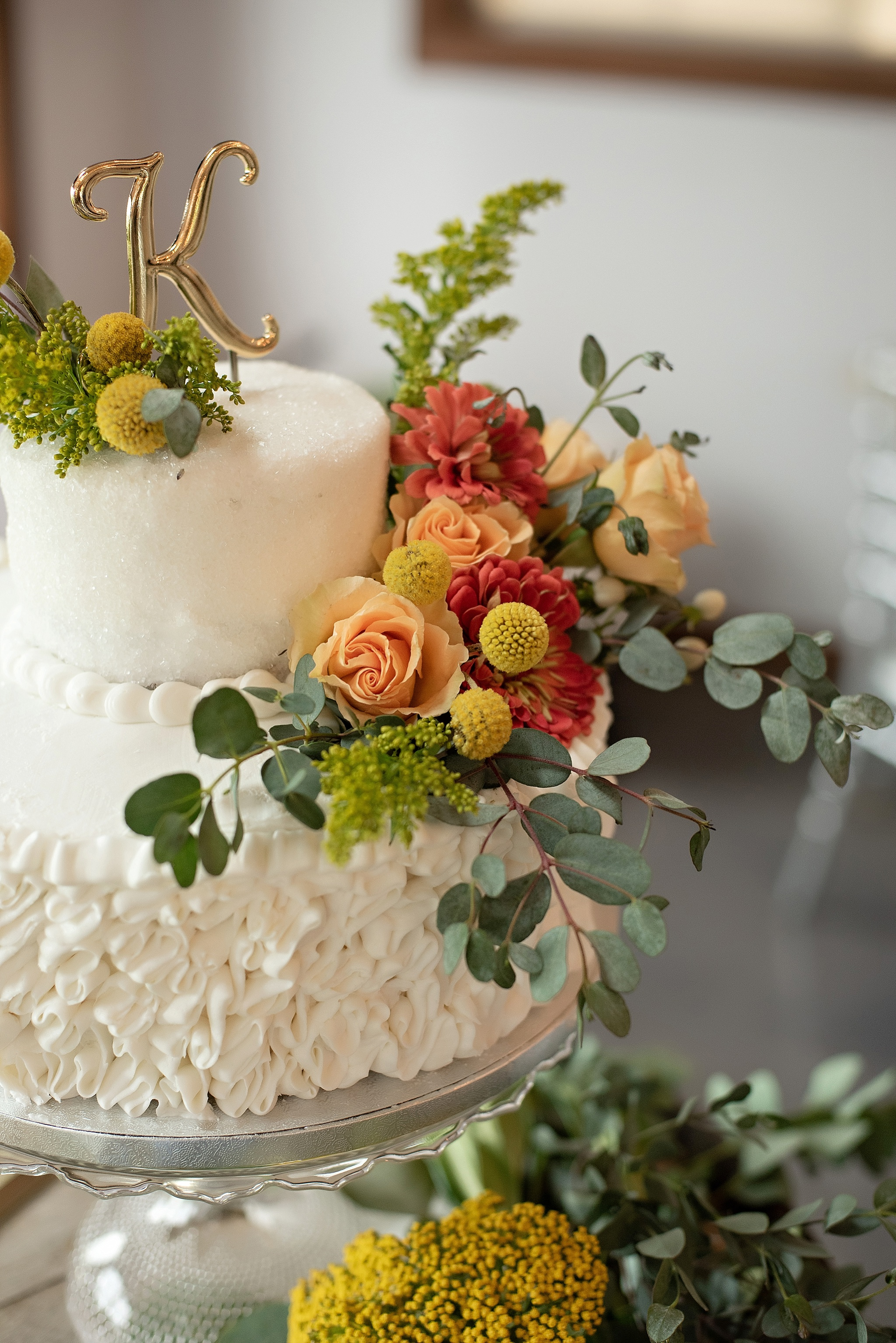 vintage 70s wedding cake in modern twist