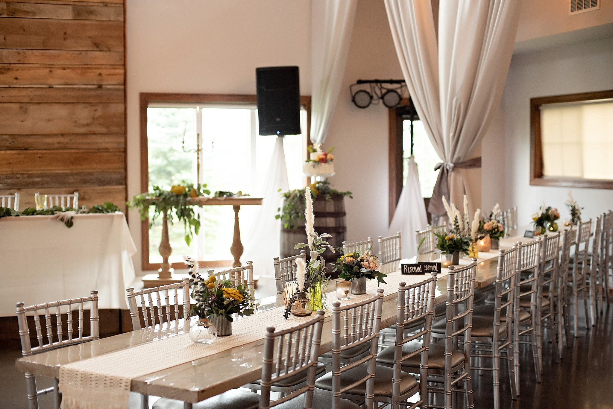 reception at blue haven barn kate jones studios wedding sioux falls south dakota
