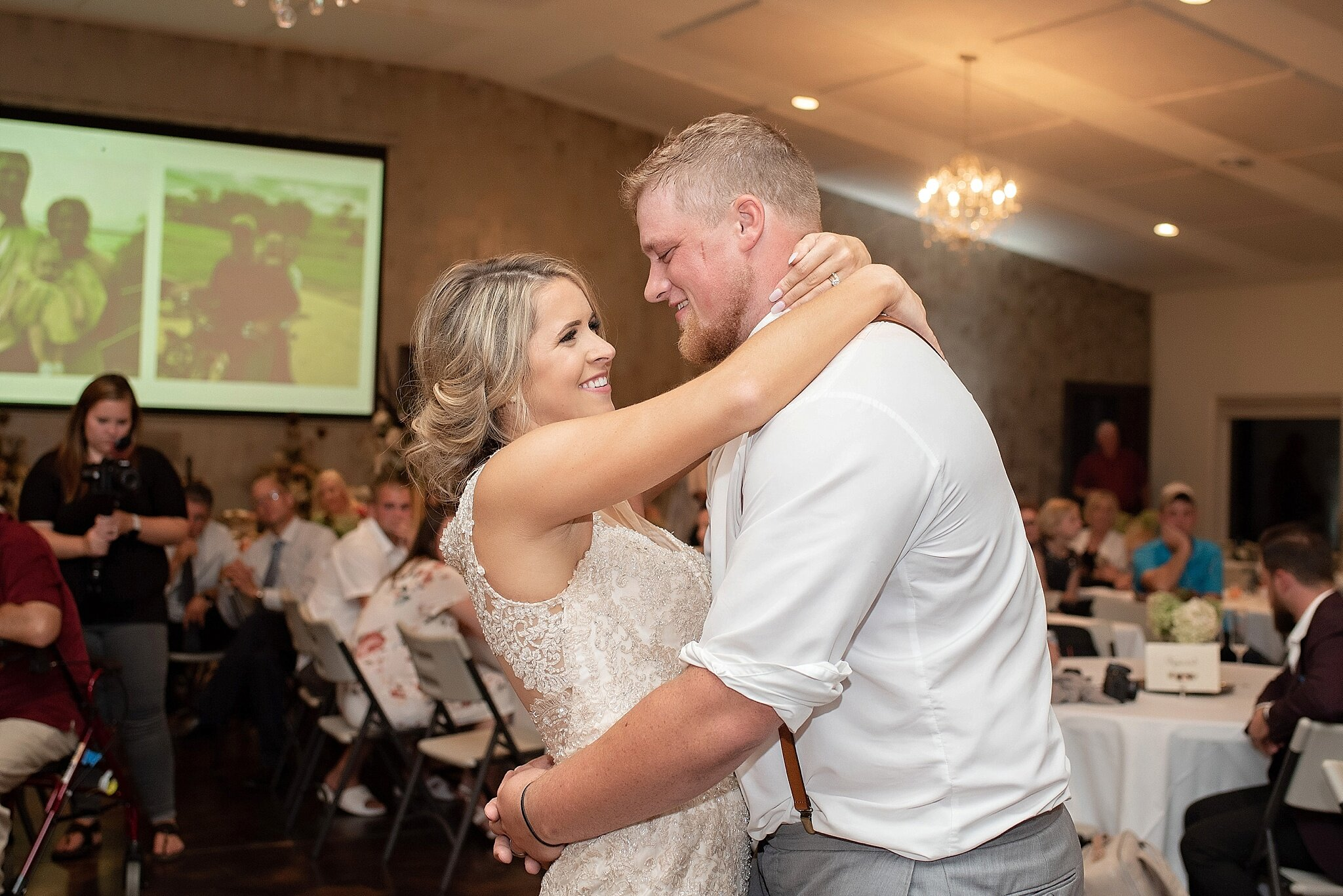 bride and groom first dance inwood iowa