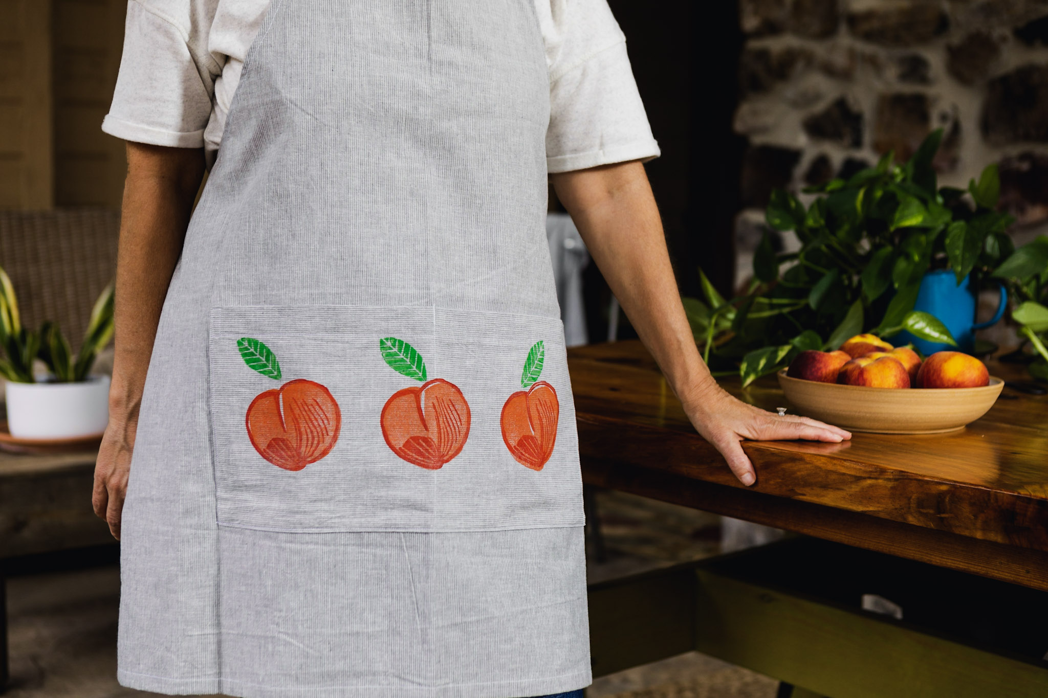 78-0617 Shelley models peach apron.jpg