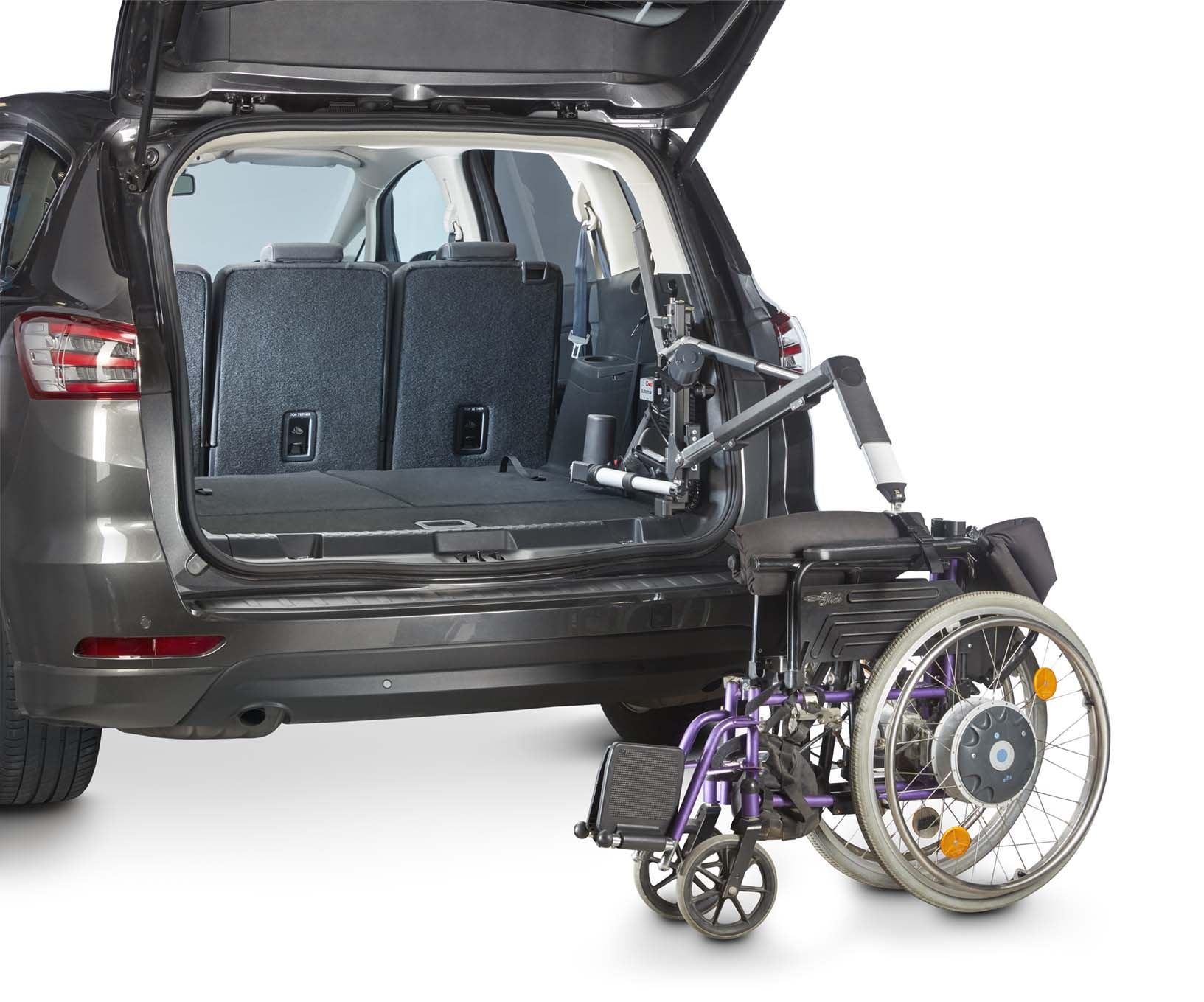 compact_with_purple_wheelchair_sequence_0415_web.jpg