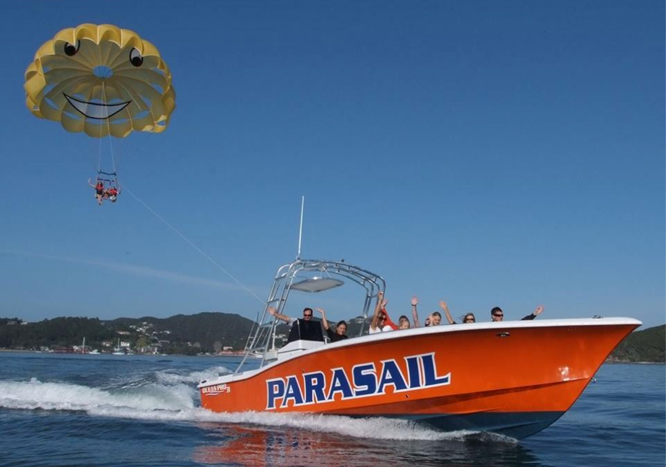 RICHARD DE ROSA- FLYING KIWI PARASAIL -
