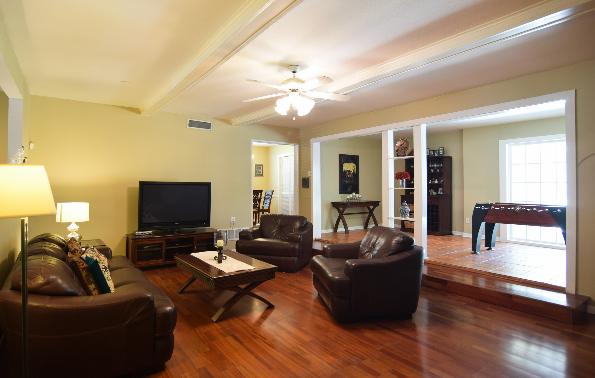 Family Room 10020 Harwich Dallas TX 75229.jpg