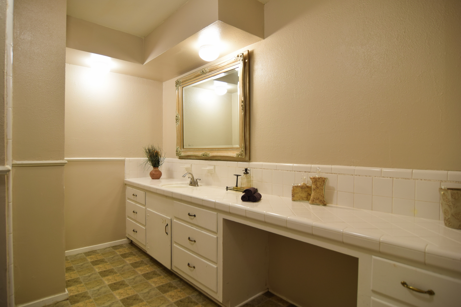 Master Bath 10020 Harwich Dallas TX 75229.jpg