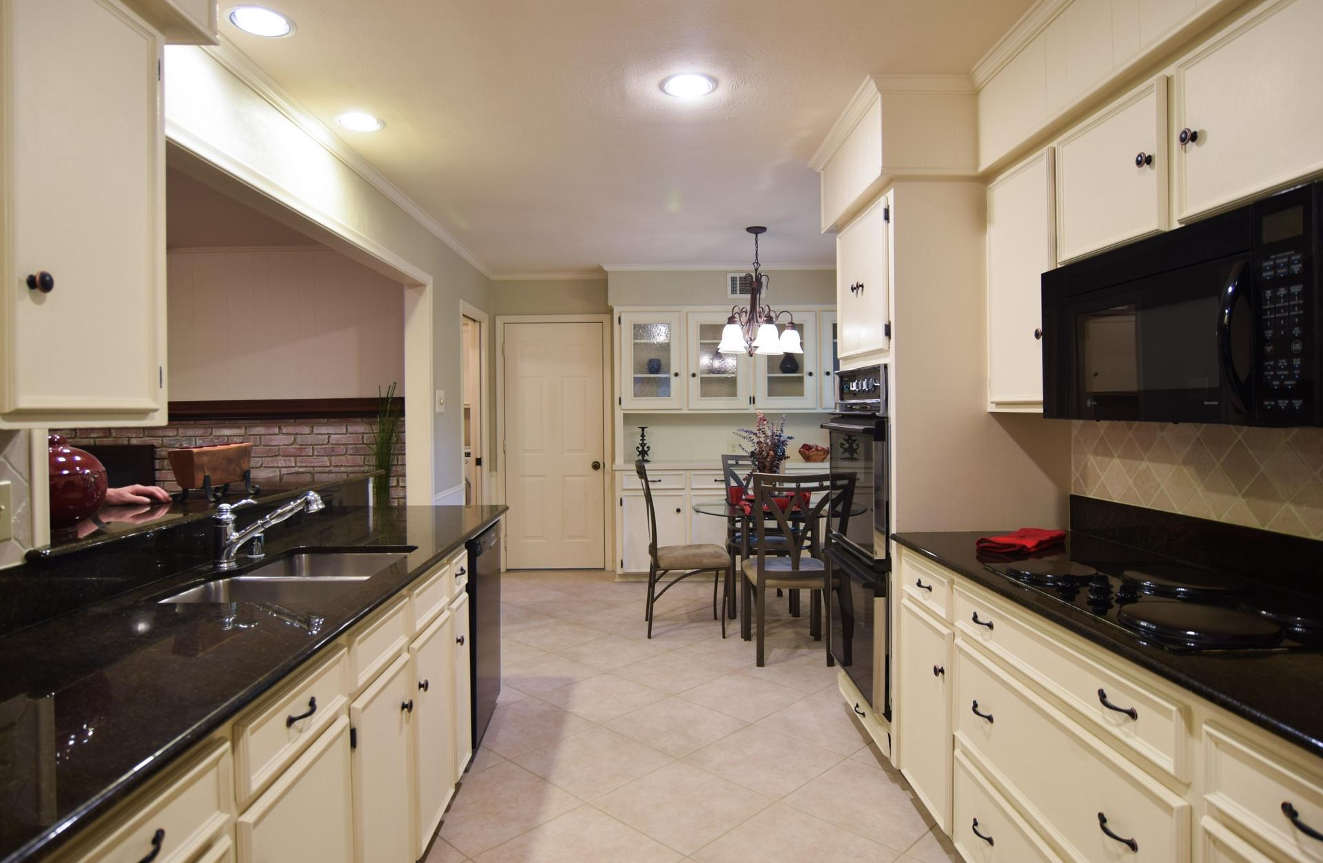 3222 Waldrop Dr Dallas TX 75229 DSC_0029-Kitchen.jpg