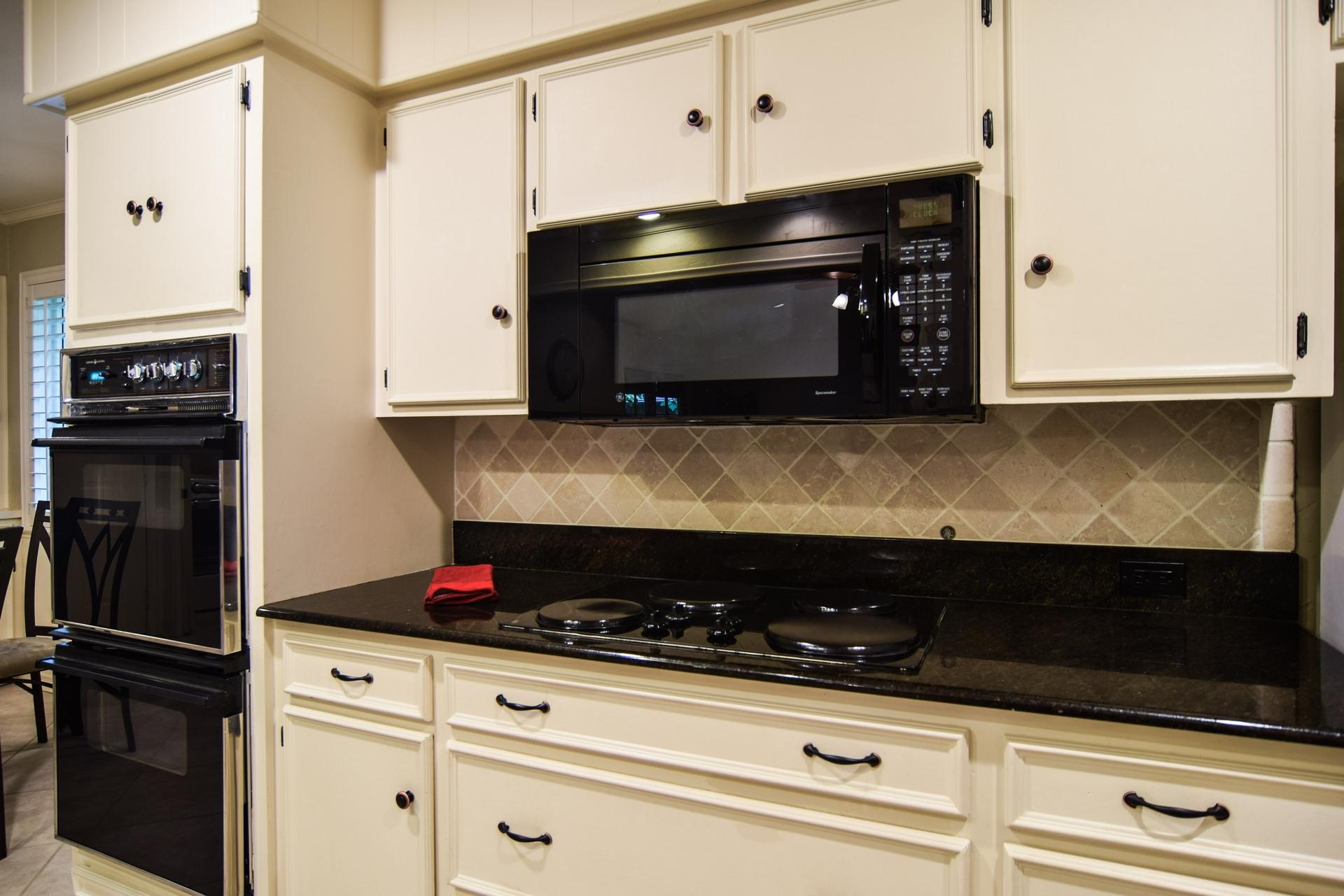 3222 Waldrop Dr Dallas TX 75229 DSC_0033-Kitchen.jpg