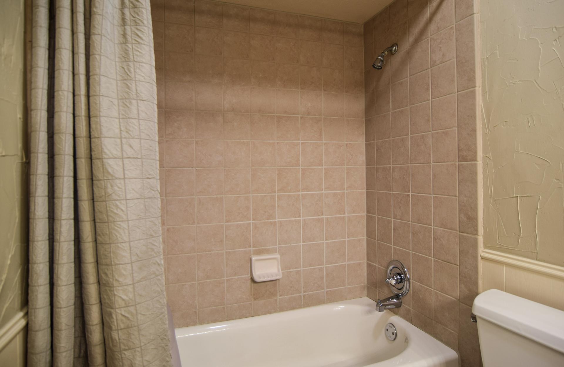 3222 Waldrop Dr Dallas TX 75229 DSC_0083-Bath.jpg