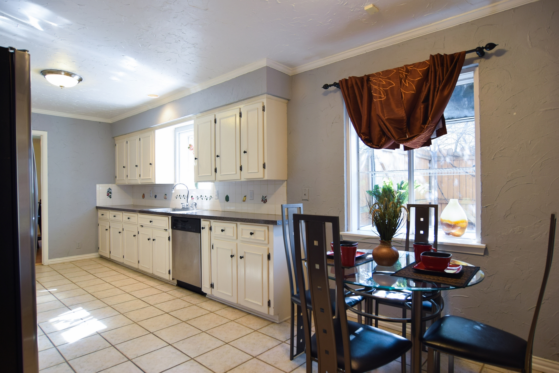 Breakfast Area 3235 Timberview Rd Dallas TX 75229.jpg