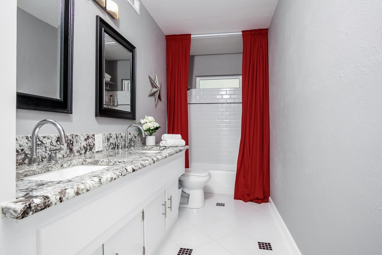 2nd Bath RobertJoryGroup 3240 Timberview Rd Dallas TX 75229.jpg