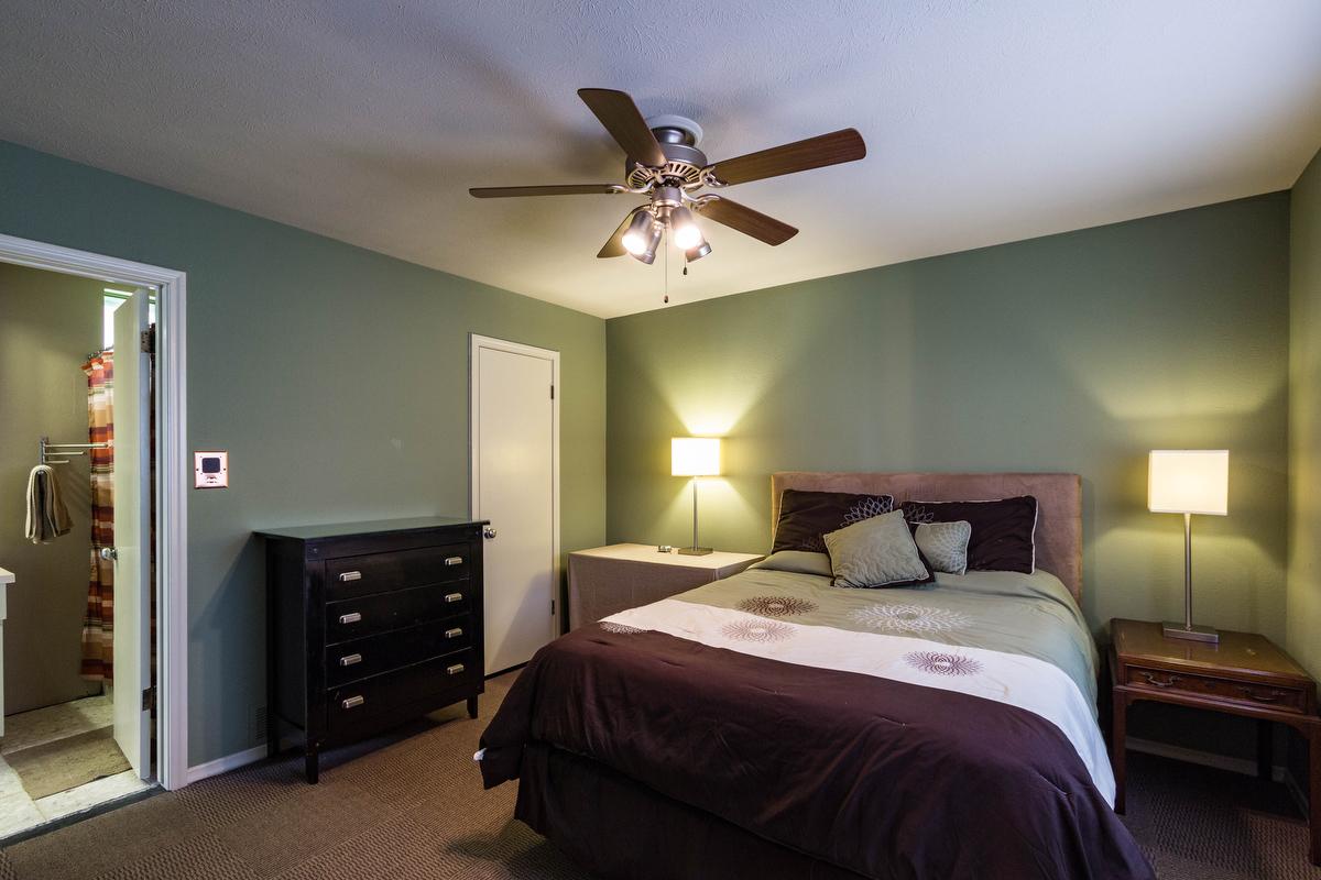 15_bedroom.jpg