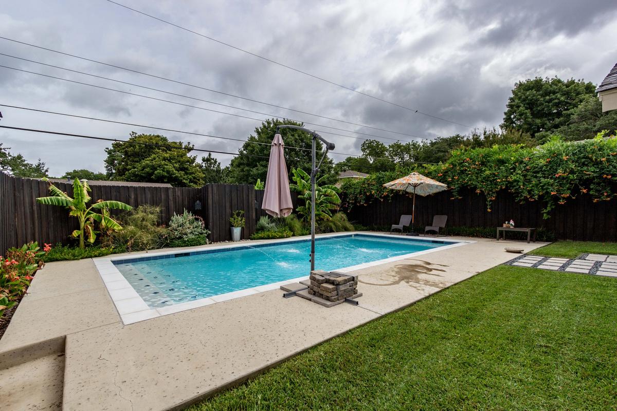 29_poolbackyard.jpg