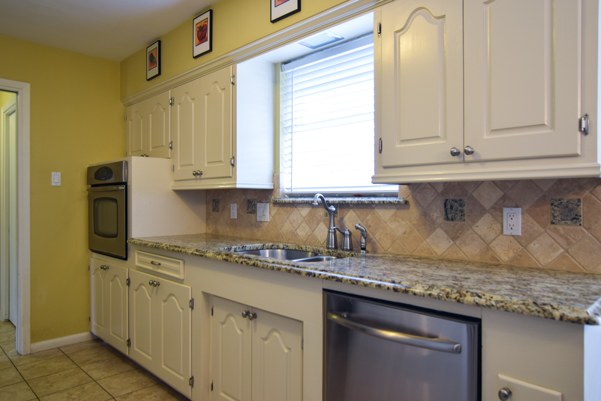 3224 Chapel Downs Dallas TX 75229-Kitchen.jpg