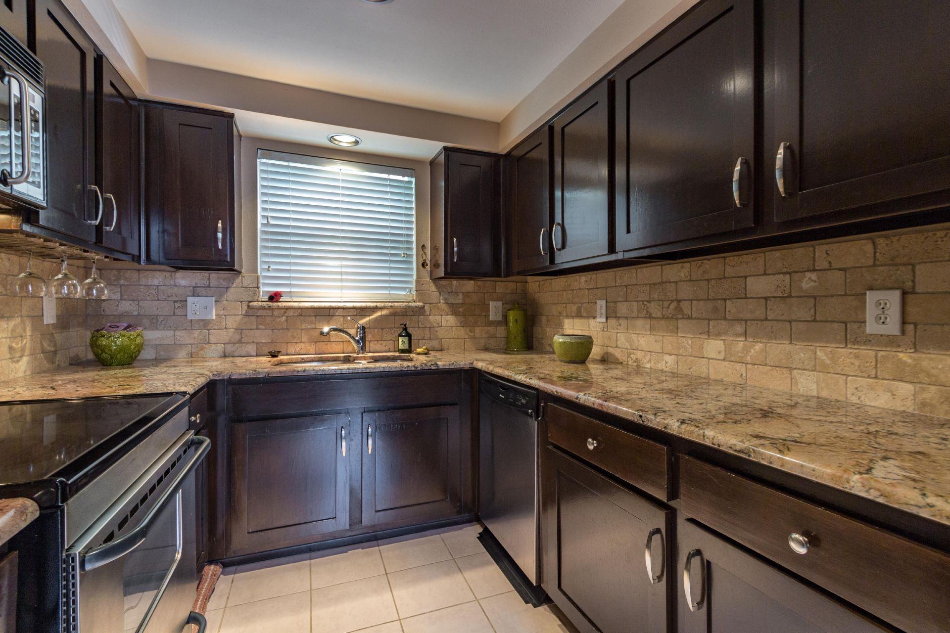05_kitchen .jpg