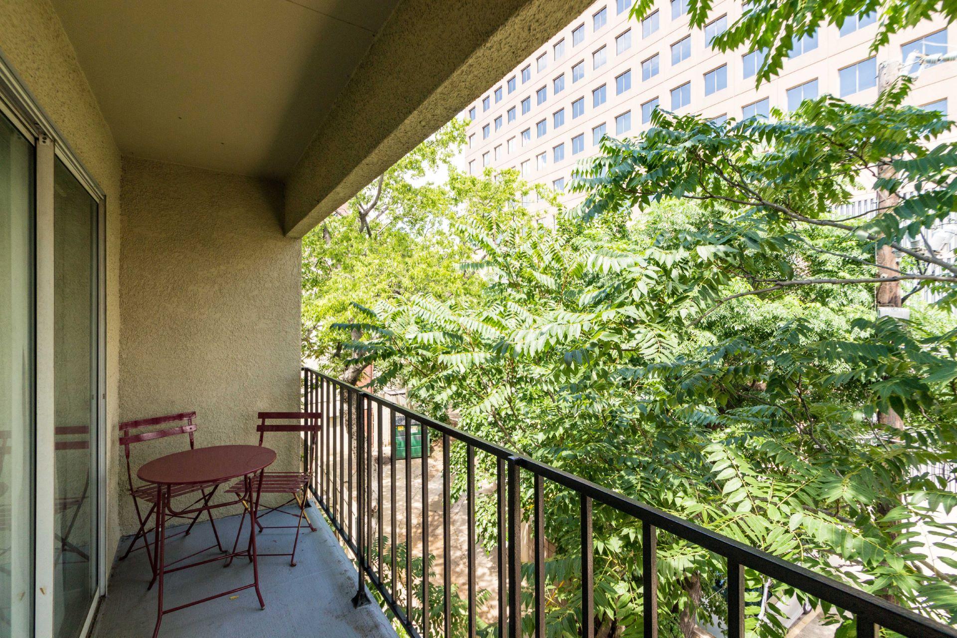 16_balcony .jpg