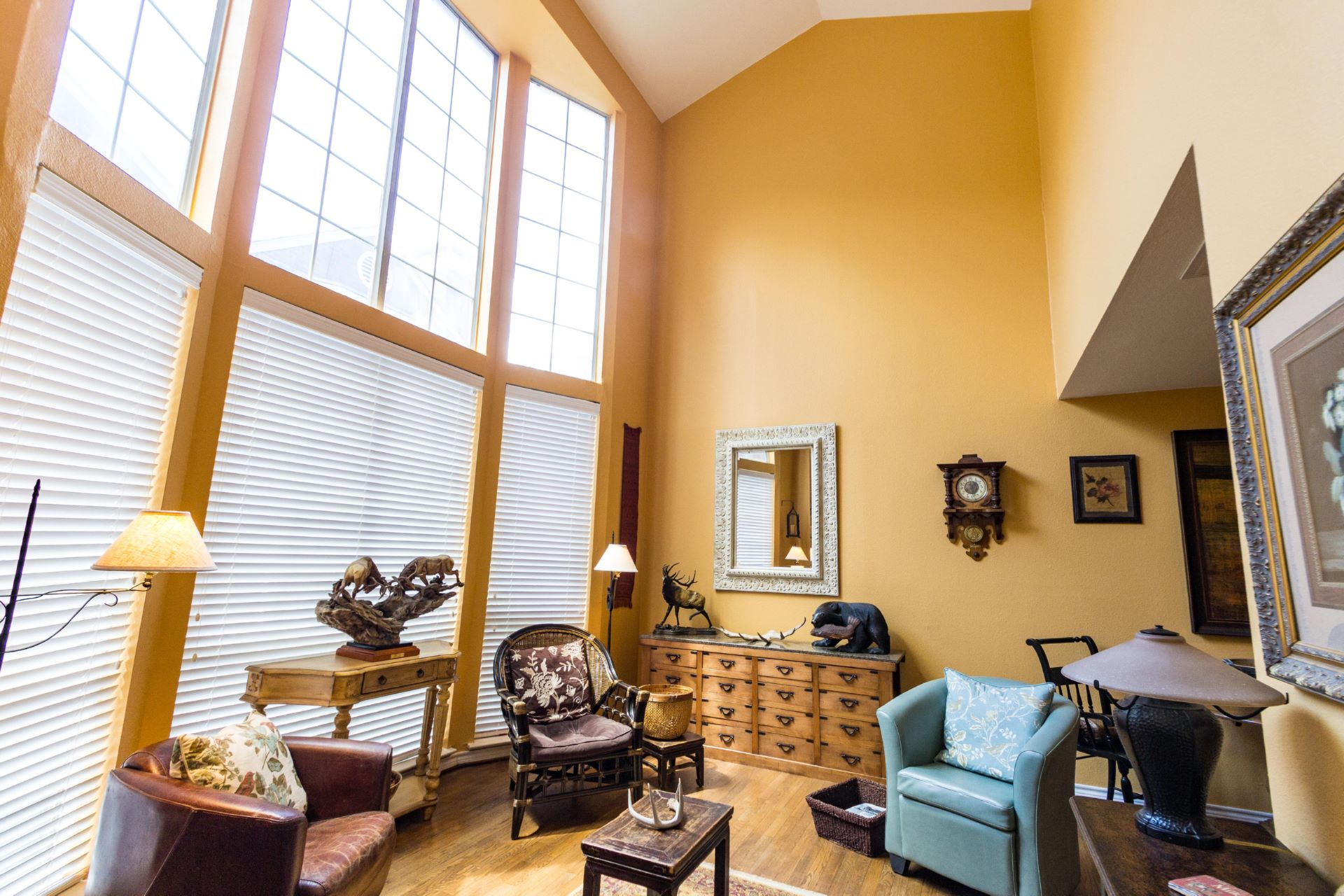 17_livingroom .jpg