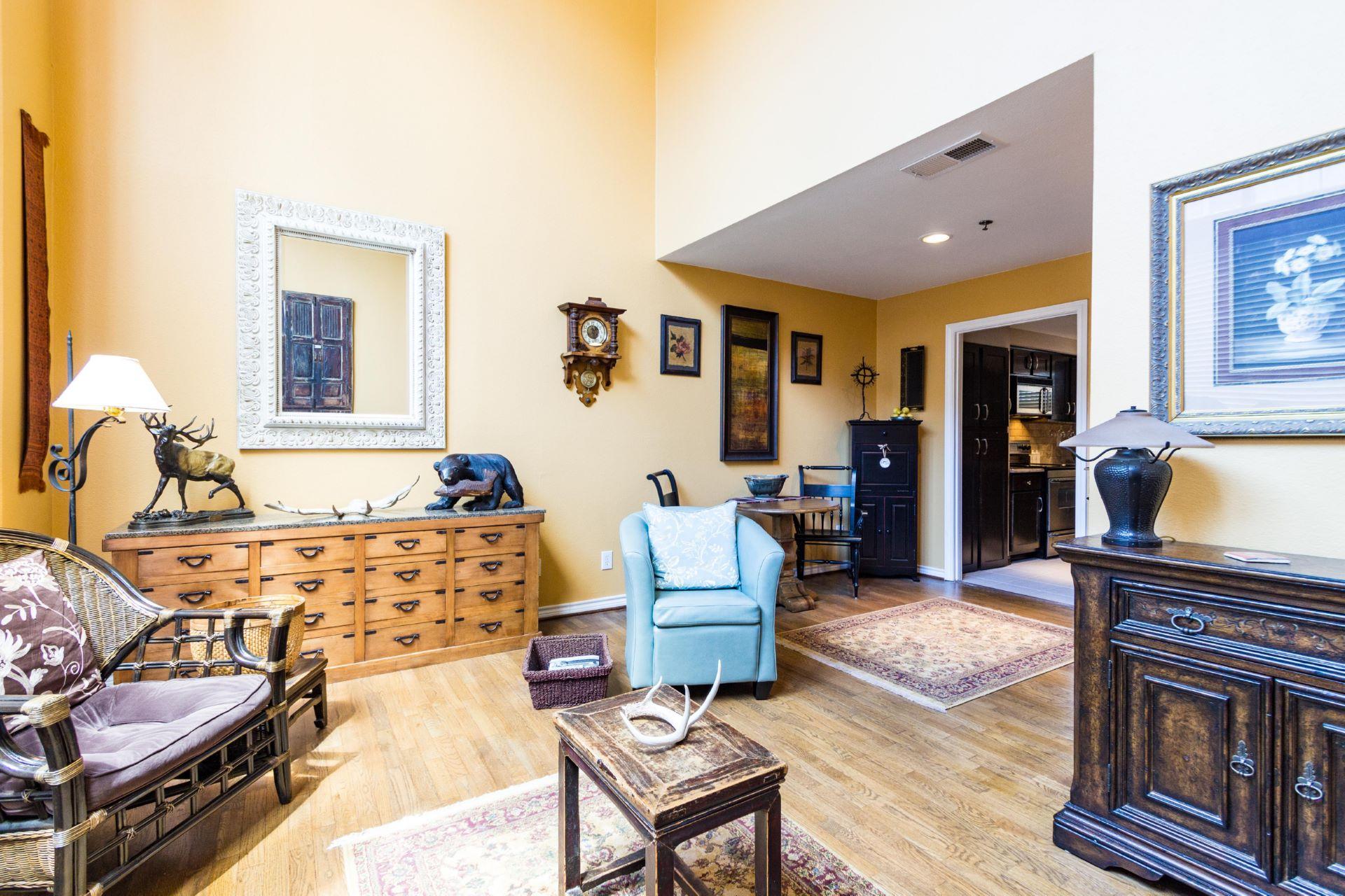 19_livingroom .jpg