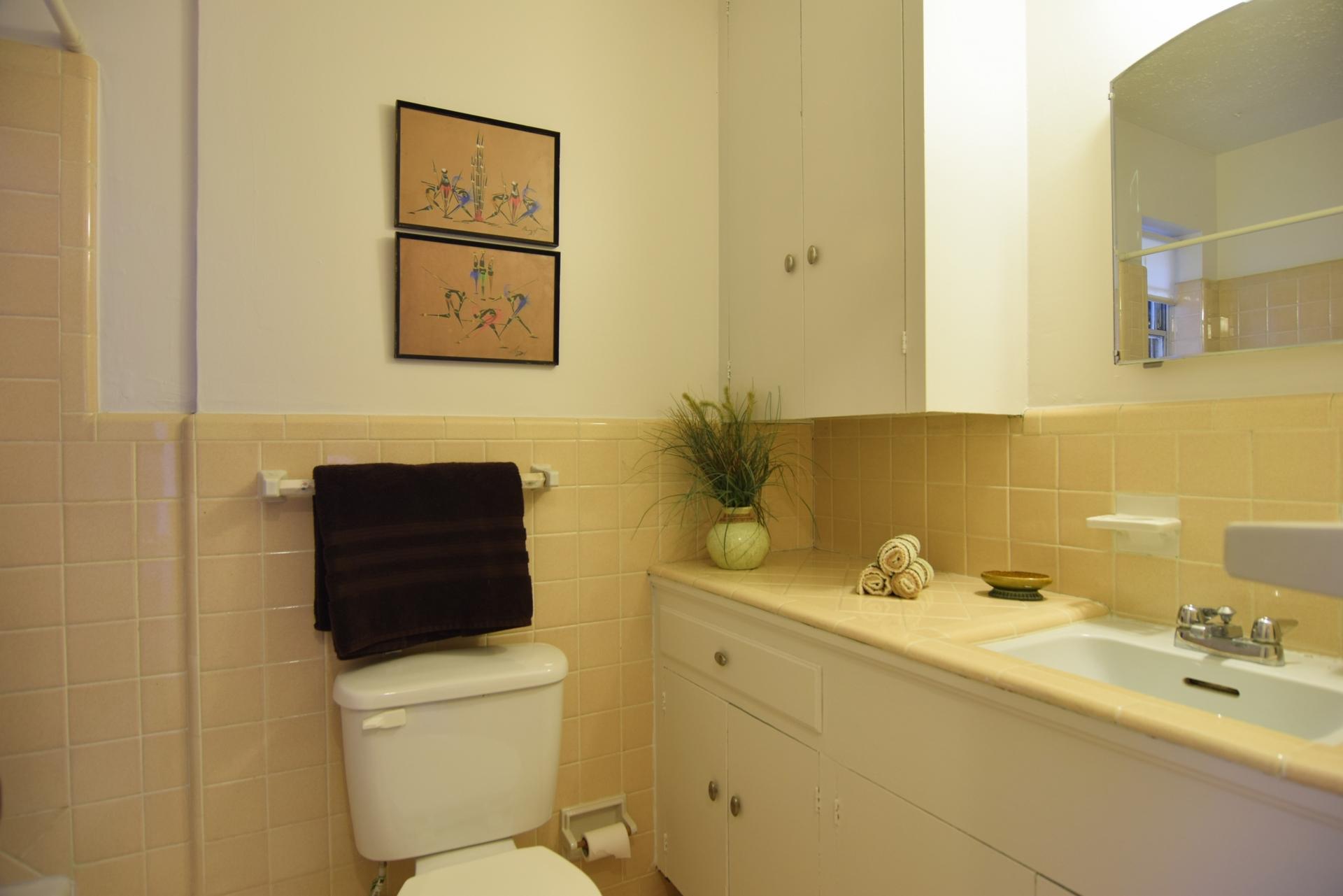 2nd Full Bath 2716 Woodmere Dallas TX 75233.jpg