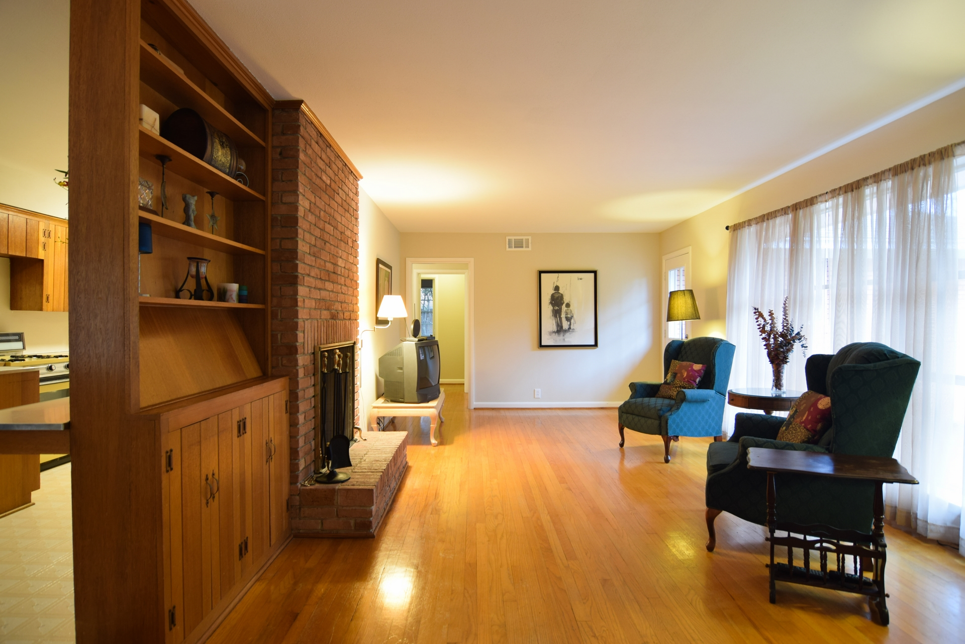 Living Room e 2716 Woodmere Dallas TX 75233.jpg