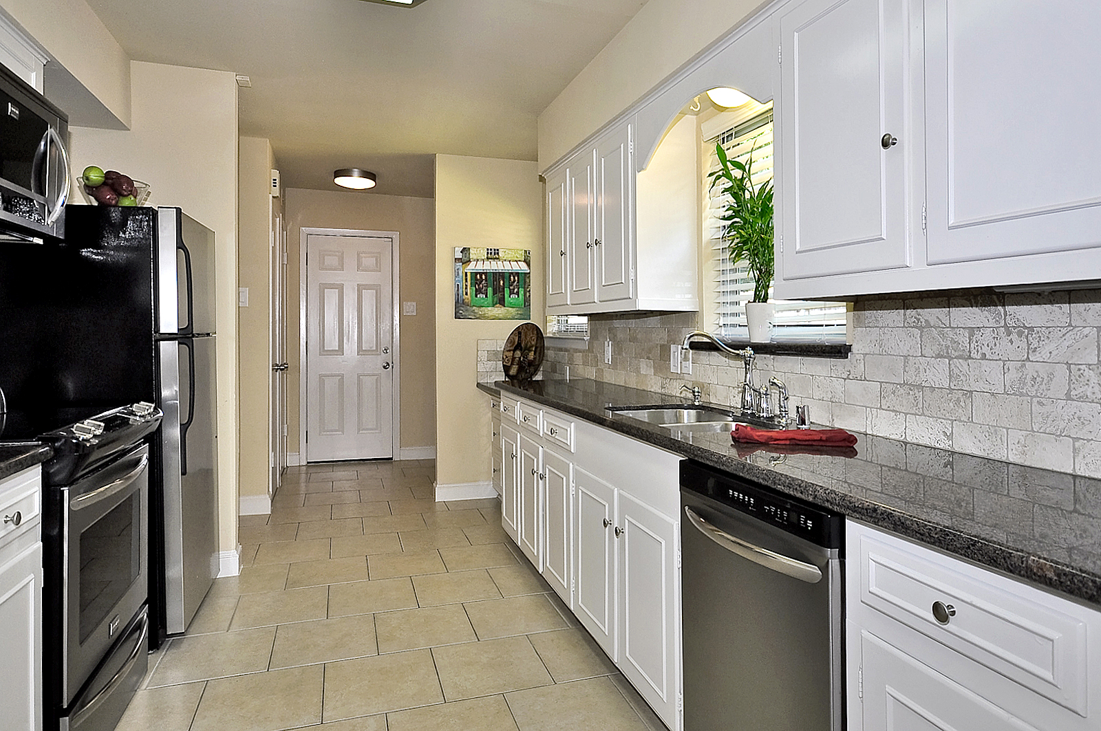3208 Chapel Downs Dallas Kitchen Wet Area.jpg